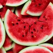 (1) Зошто треба да ги јадете семките од лубеница?