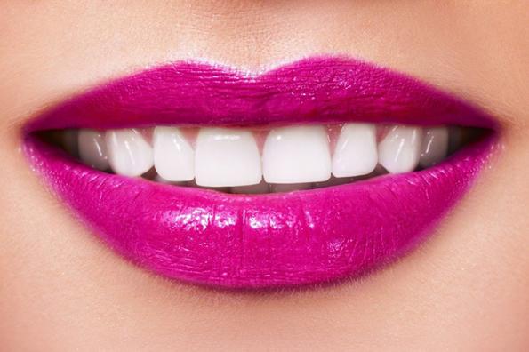 (2) Која боја на кармин да ја изберете летово за да ви изгледаат забите побели?