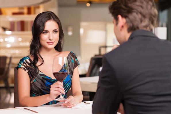 Момците откриваат: Како препознаваат која девојка е добра за сериозна врска, а која само за една вечер?