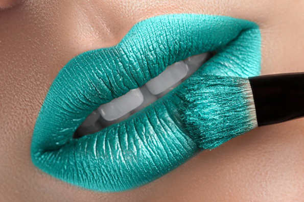 (3) Која боја на кармин да ја изберете летово за да ви изгледаат забите побели?