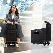 Погледнете го првиот куфер со мотор, кој ќе ви овозможи лесно движење низ аеродромите