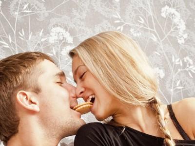 6 необични работи кои му се случуваат на вашето тело кога се бакнувате