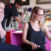 Браќа и сестри си одбираат тетоважи едни за други во ова забавно видео кое докажува дека семејството знае најдобро