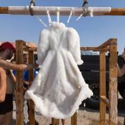 Артист потопил фустан во Мртво Море и по 2 месеца резултатот бил неверојатен!