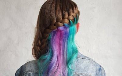 Само за храбри девојки: Скриено виножито во косата е најновиот моден тренд!