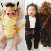 Креативна мајка ја облекува својата заспана ќерка во креативни костими