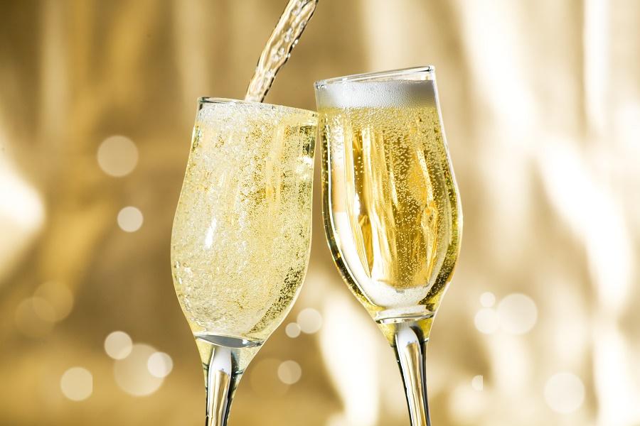 Секојдневното пиење шампањ може да ве заштити од Алцхајмерова болест
