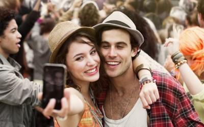 4 знаци дека пријателката на вашиот партнер ви претставува закана