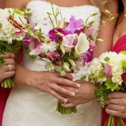 5 работи што никогаш не треба да ги носите кога одите на венчавка