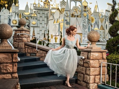 Нејзиниот свршеник ја откажал свадбата, а таа направила извонредна самостојна фотосесија во Дизниленд