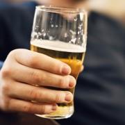 Неколку работи кои треба да ги знаете ако до вас имате алкохоличар