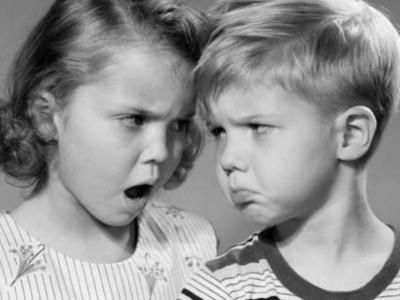 Спас од напорните момци: Петоодделенка напишала листа на правила за однесување за момчето кое било вљубено во неа