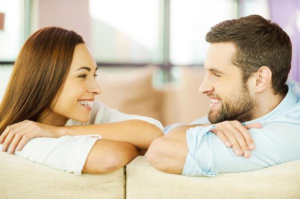 Девојки, обрнете внимание: Незабележливи начини на кои момците се обидуваат да комуницираат