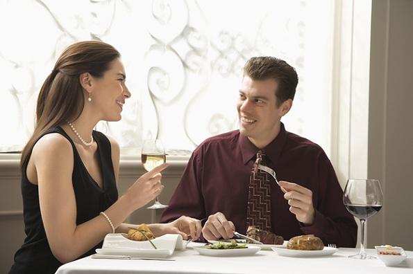 Мажи, погледнете: 39 начини за флертување кои ќе ја освојат секоја жена