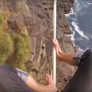 Ќе ви застане здивот: Неверојатно балансирање при одење по јаже