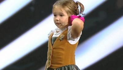 Вистински мал генијалец: 4-годишно девојче ги вчудовиди сите откако покажа познавање на 7 јазици