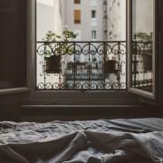 Гушкање во кревет со личноста што ја сакате