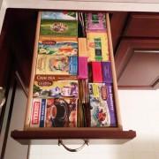 Кутии со чај во фиока