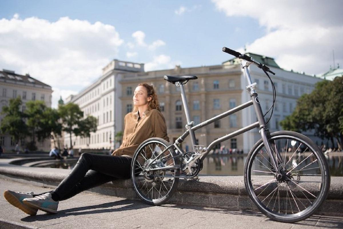 Првиот велосипед во светот кој се преклопува и добива електрична енергија како што вртите со педалата