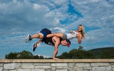 Љубовен пар кој стана вистинска Интернет сензација: Нивните вежби изгледаат физички невозможни!
