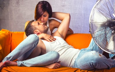 12 причини зошто паровите кои се сретнале во нивните 20-ти години имаат најуспешни врски