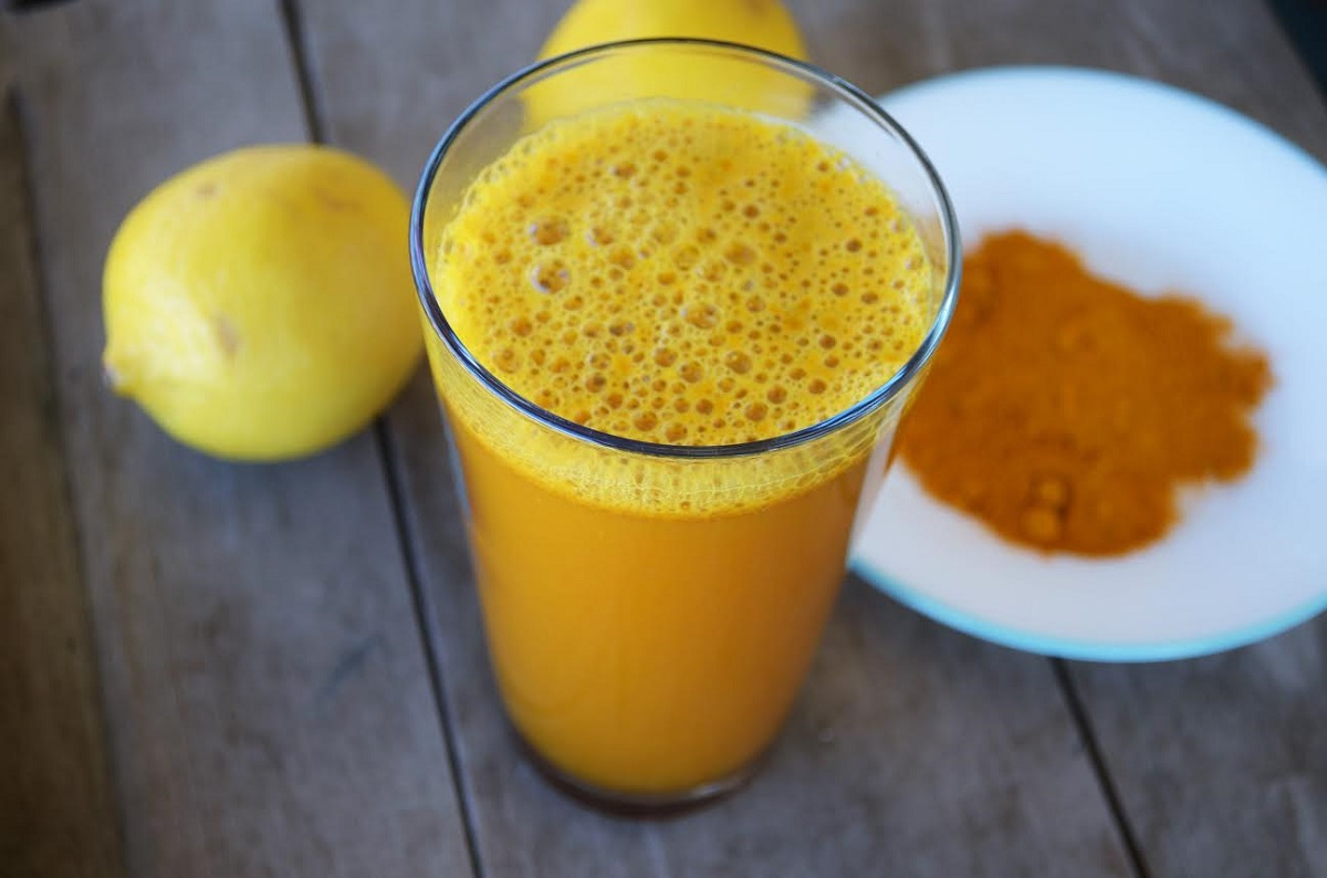 Лимонада со куркума: Рецепт кој ја лекува депресијата подобро од кои било лекови