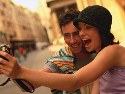 Научно докажано: Луѓето кои го фотографираат секој момент од животот се посреќни