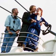 Овој момент не изгледа толку романтично со Џејмс Камерон во позадина