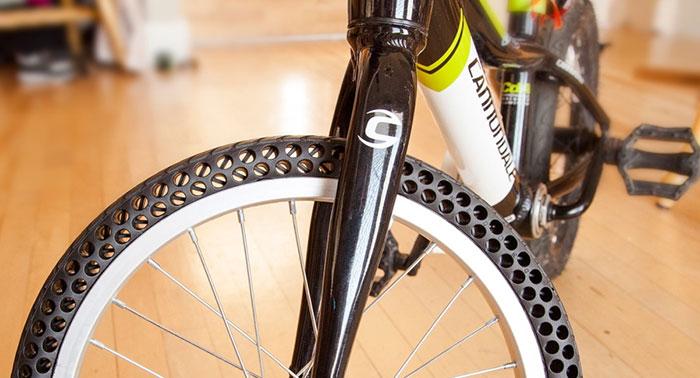 (1) Постојат нови безвоздушни гуми за велосипеди што никогаш нема да ви се дупнат