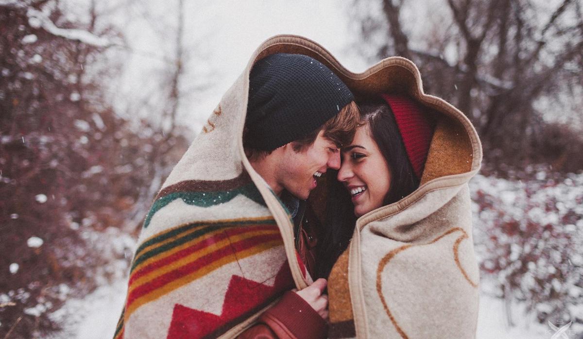 """Зимска сезона или сезона на """"врзување"""": Зошто луѓето започнуваат љубовни врски во овој период од годината?"""