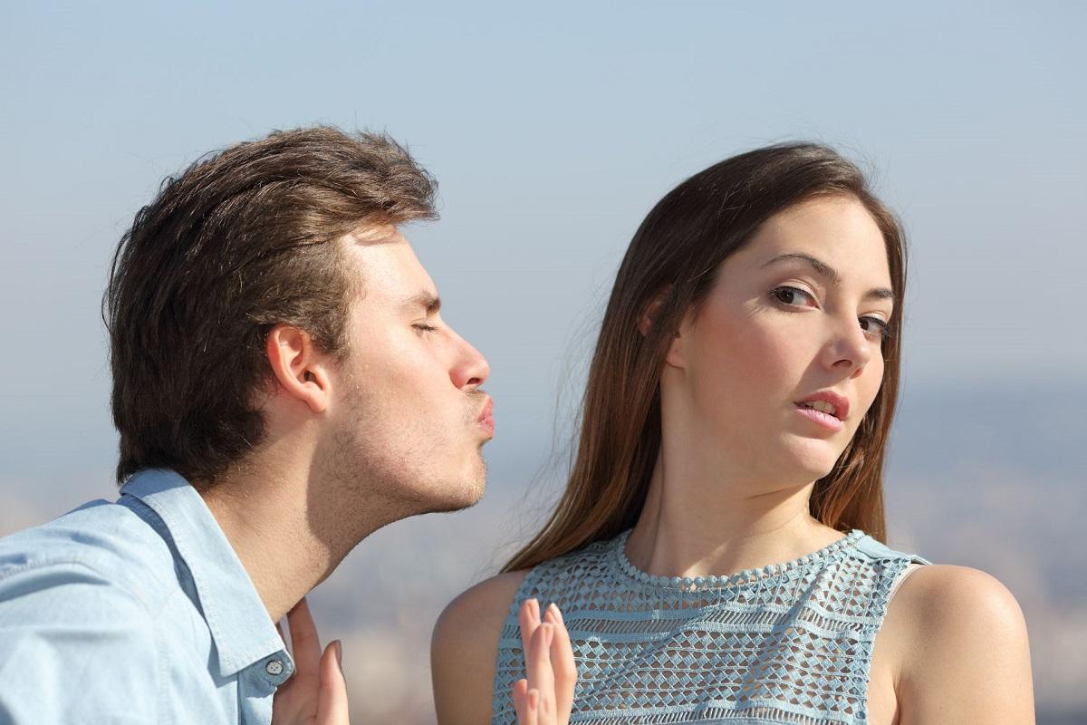 Зошто девојките се плашат да бидат со момчиња кои кон нив се однесуваат добро?