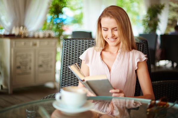 10 причини зошто читањето книги може да ве направи посреќни