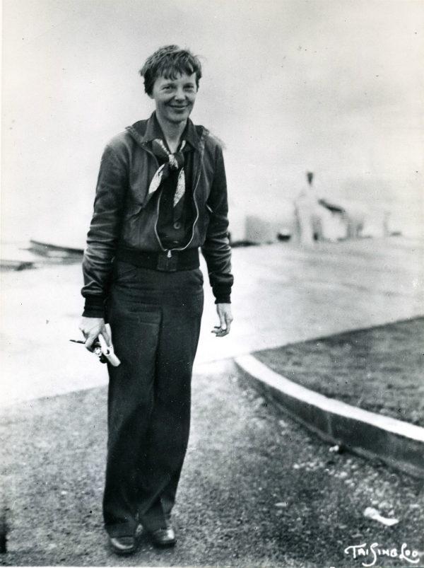 (3) Новите истражувања покажуваат дека Амелија Ерхарт ја преживеала авионската несреќа