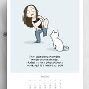 Оној непријатен момент кога сте голи, обидувајќи се да се облечете, а вашата мачка зјапа во вас