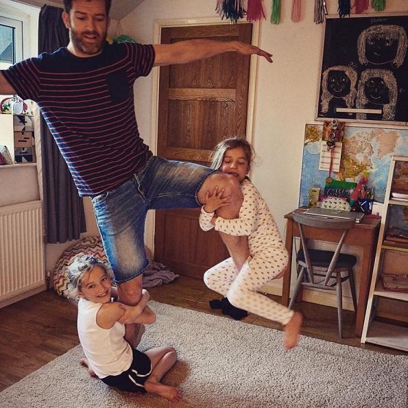Погледнато од поинаква перспектива: Како изгледа животот на еден татко со четири ќерки?