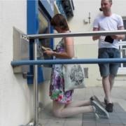 Носат подлоги за колената каде и да одат