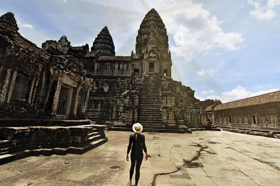 (7) На пат околу светот: Оваа девојка може да стане првата жена што ги посетила сите држави на планетата