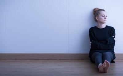 7 знаци дека страдате од хронична осаменост