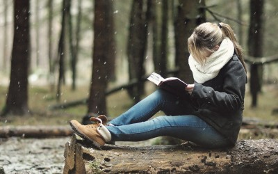 8 причини зошто треба да почнете да читате љубовни романи