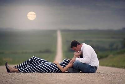 Дознајте како мажот роден во знакот Водолија ја покажува неговата љубов