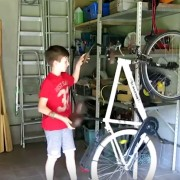Креативна идеја: Брзо и лесно вертикално паркирање на велосипедот