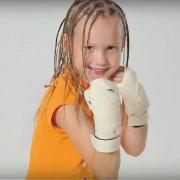 Ова девојче може да направи дури сто боксерски удари за помалку од една минута