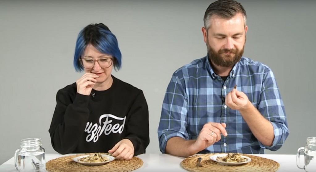 Реакции на луѓе кои за прв пат јадат инсекти