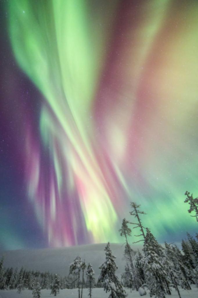 ZIMA - Page 7 8-magichni-zimski-fotografii-od-finska-pod-severnata-svetlina-682x1024
