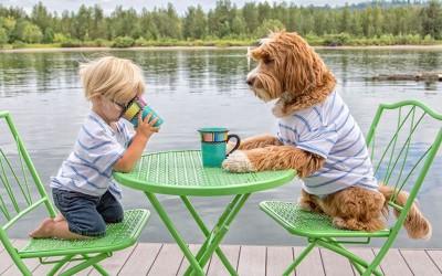 Вистинското пријателство помеѓу ова дете и куче ќе ви го стопи срцето!