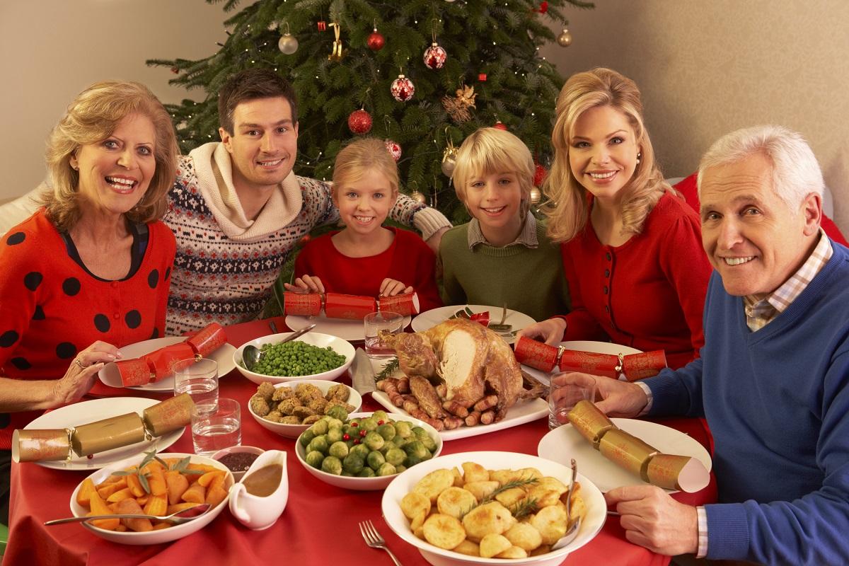 """4 начини да ги """"преживеете"""" божиќните празници со своето семејство"""