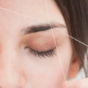 Ефикасна техника за средување на веѓите со помош на конец