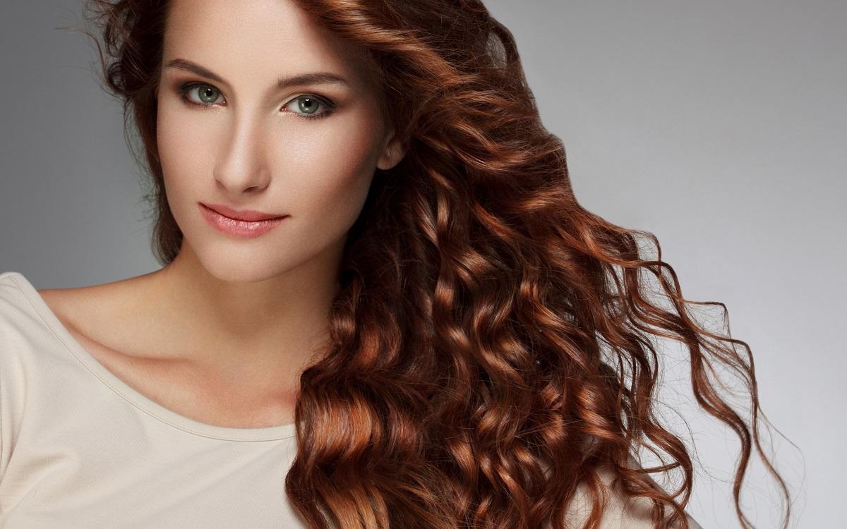 Косата игра огромна улога во женската привлечност: Еве што им е најважно на мажите