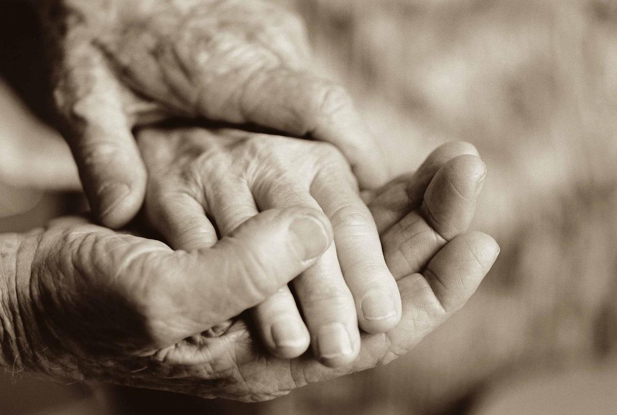 Луѓето се на Земјата од две причини: Да сакаат и да бидат сакани