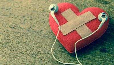 Музичка плејлиста како лек против скршено срце: 11 песни што ќе ви помогнат да го преболите бившиот
